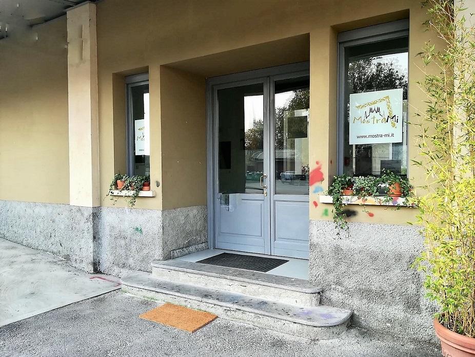foto mostrami factory ingresso dal piazzale 1